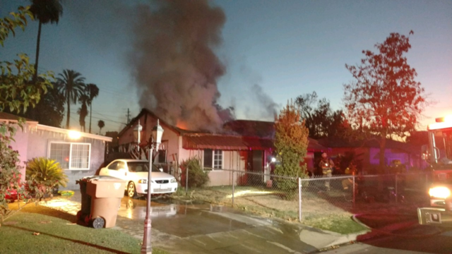 Monday morning house fire in South Bakersfield